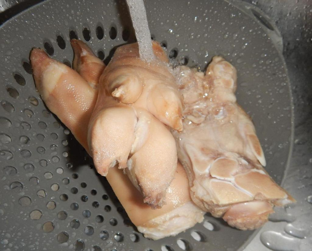 Blanching the Trotters