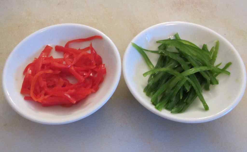 Pepper strips macerating with Salt