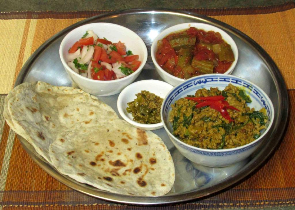 Kheema Saag served with Roti and other side dishes