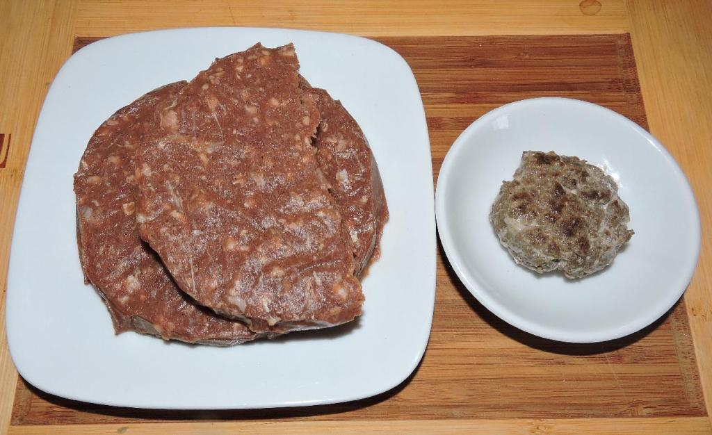 Blue Mountain ground Camel Meat Raw and Cooked.