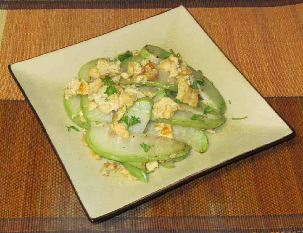 Chayote with Salted Duck Egg - 佛手瓜炒鹹鴨蛋