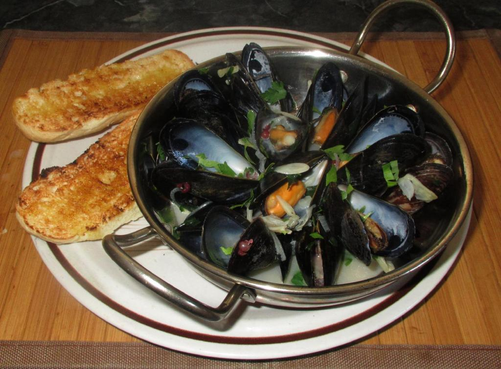 Steamed Mussels a.k.a Moules Marinière