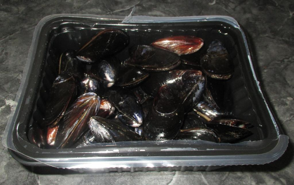 A 2lb container of fresh Mussels