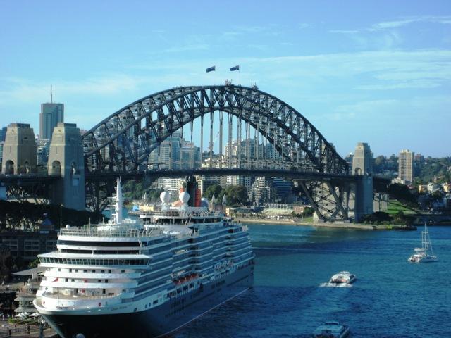 QE2 in Sydney Feb232008