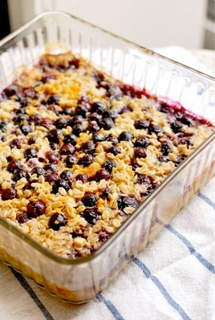 baked-oatmeal-with-blueberries