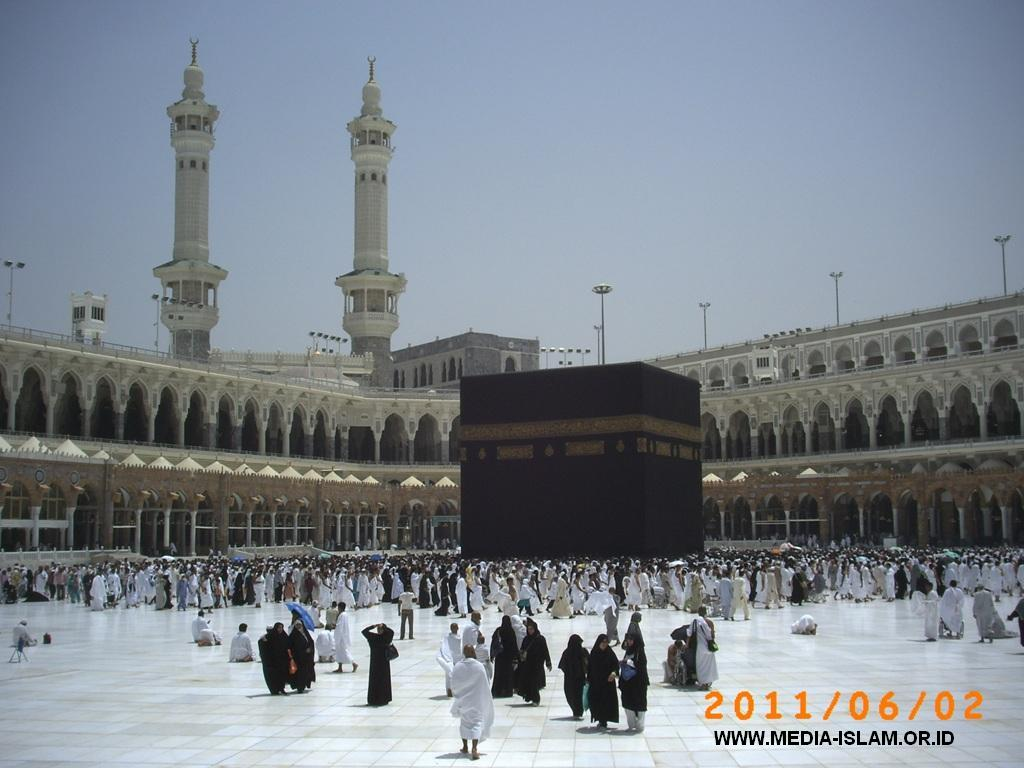 the significance of the kabah Kaaba or caaba (both: kä´bə or kä´əbə) [arab,=cube], the central, cubic, stone structure, covered by a black cloth, within the great mosque in mecca, saudi arabiathe sacred nature of the site predates islam: tradition says that the kaaba was built by adam and rebuilt by abraham and the descendants of noah.