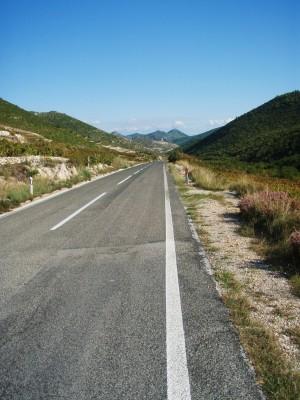 Ensom rytter på den kroatiske landevei!