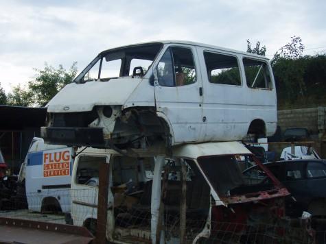 Svært mange bilvrak langs veiene i Albania!