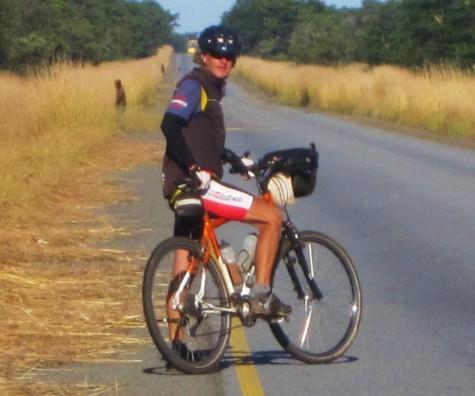 Lange dager med høyt gress, trær og fine flate veier i Zambia!