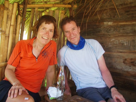 Hilde og Stein ved en coke stopp! NB - under tak!