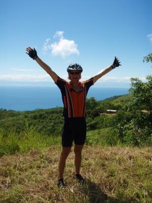 Klatret 600 meter over Malawisjøen i sterk varme og virker fornøyd!