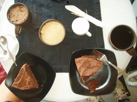 Kan være himmelsk med sjokoladekake og kaffe langs landeveien!