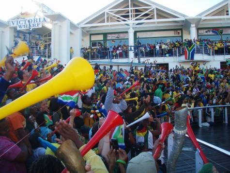 Vuvuzelaen er på plass og medfører et øredøvende spetakkel!