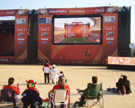 Megaskjermer er satt opp i alle VM-byer!
