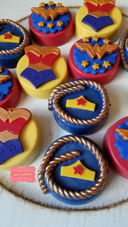 Wonder woman Chocolate Oreo's
