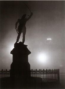 Brassai Brouillard sur la statue du marechal Ney