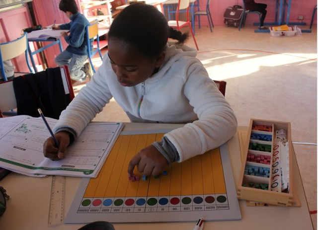 Montessori travail individuel.