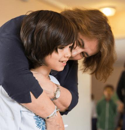 Photo de Sylvie d'Esclaibes et d'un enfant