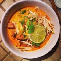 Soupe thaï au cari et lait de coco