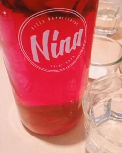 Nina a du caractère.