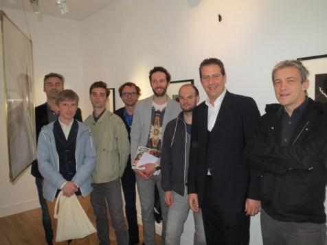 A la galerie Le Minotaure -De gauche à droite : Evariste Richer, Aldéric Trével, Jean-Marie Appriou, Mathieu Mercier, Benoit Pype, Maxime Rossi, Benoit Sapiro et Hugues Reip