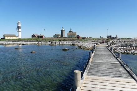 Väster om bryggan finns en slip där fågelskådarna drar upp sin båt i dåligt väder.