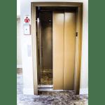 LU/LA elevator with 2 speed sliding landing doors