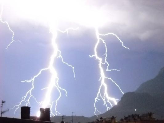 rp_lightning-391451_640.jpg