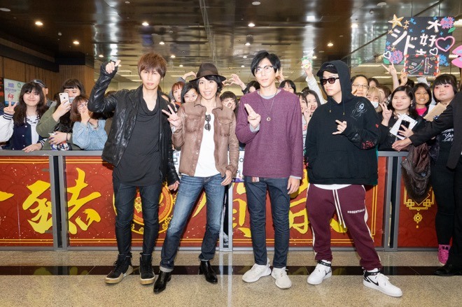 SID Asia Tour kicks off. Fans flocked to Taipei Airport to greet the band.