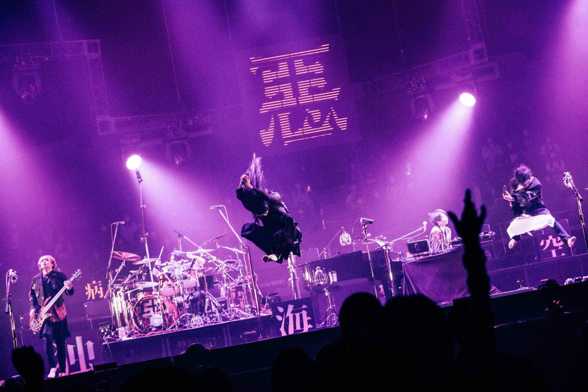 Playing in front of an audience for the first time in almost a year, MUCC made up for lost time with a marathon concert at the Nippon Budokan
