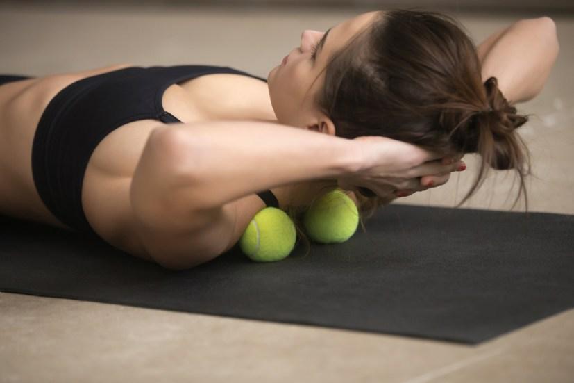 L'automassage est une pratique à utiliser sans modération pour se libérer du stress quotidien, pour se détendre ou même retrouver de l'énergie !