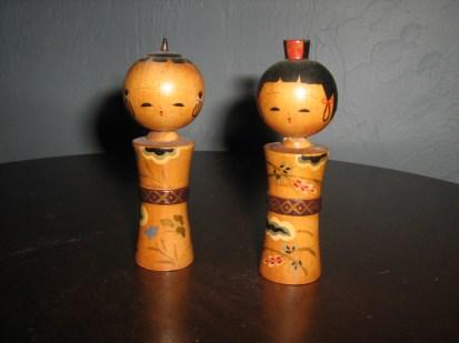 Boy and girl kokeshi