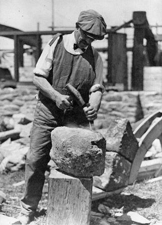 John_Barr_stonemason,_1930