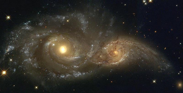 Two spiral galaxies in Cani Major © Hubble Heritage with CCLicense