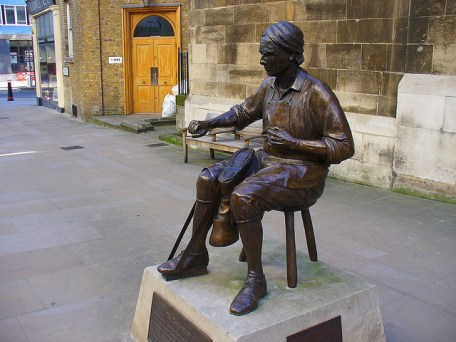 Statue of a Cordwainer in Watling Street, London Image © Metro Centric with CCLicense