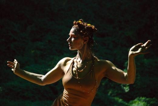 Caravanserai! Dance Performance at River Sculpture Festival  © Michael Tracey with CCLicense