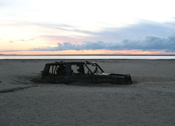 800px-Morecambe_Bay,_abandoned_car