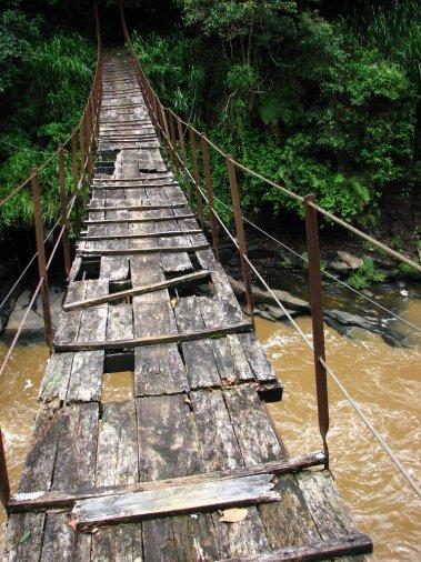 Kotmale_footbridge_2006-09-03-2