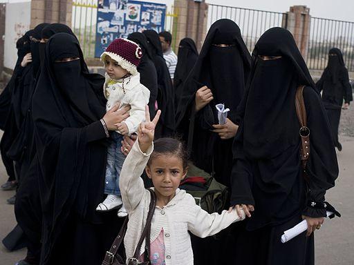 512px-Women_and_children_-_Flickr_-_Al_Jazeera_English