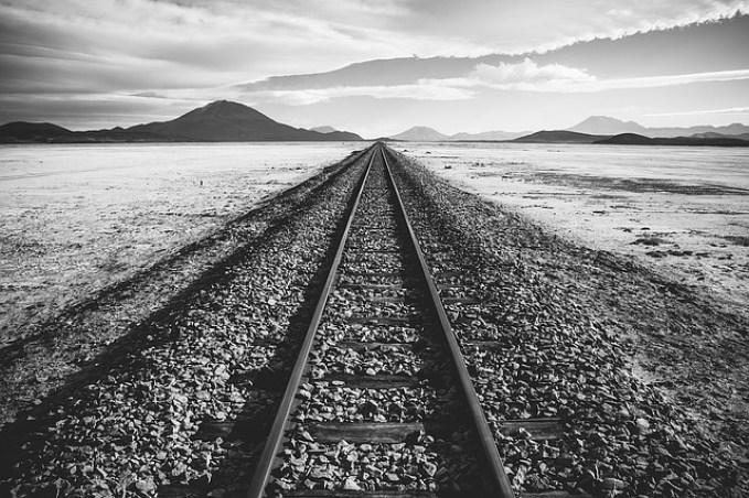 railroad-tracks-1081952_640.jpg