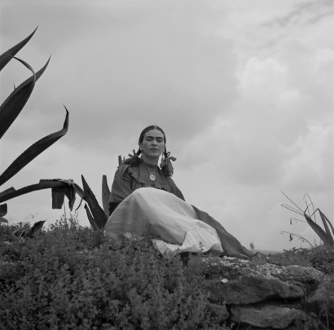 toni_frissell_-_frida_kahlo_seated_next_to_an_agave