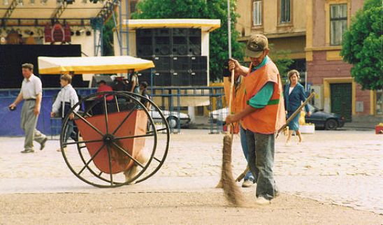 512px-Sibiu_street-sweeper