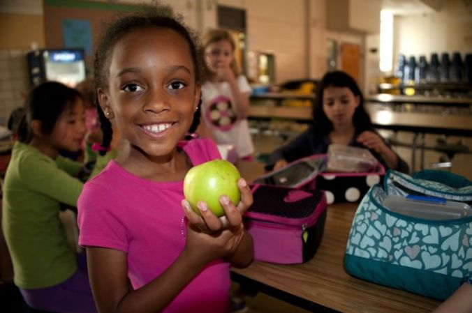 smiling-young-african-american-girl-was-holding-up-a-granny-smith-apple-in-her-right-hand-725x482.jpg
