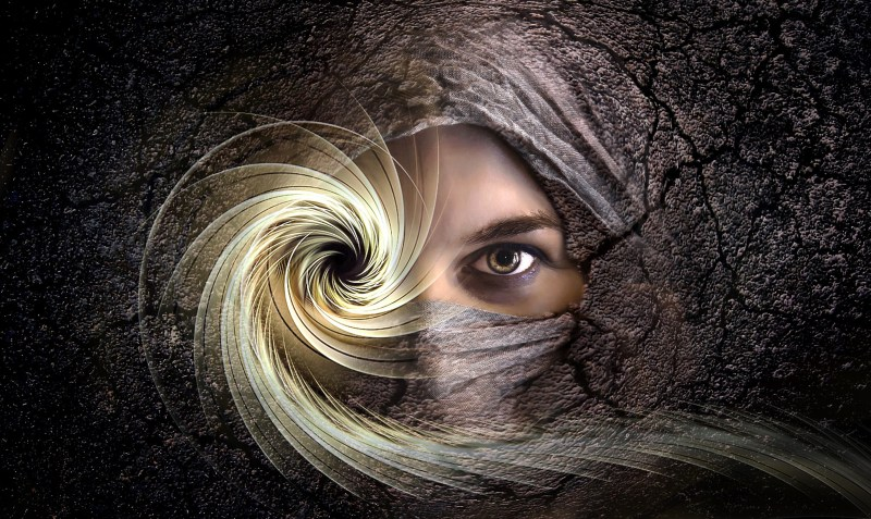 face-in-stone-with-spiral-eye[1].jpg