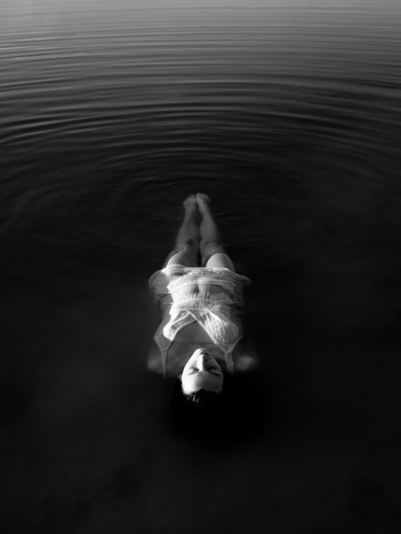 hand-water-wing-light-black-and-white-woman-155862-pxhere.com