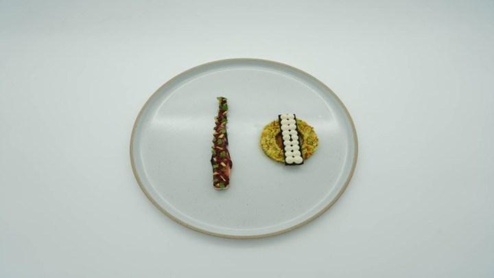 Χταπόδι με πουρέ κουνουπίδι και καραμέλα σκόρδου