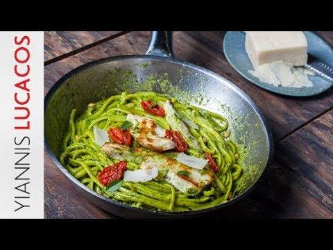 Σπαγγέτι με πέστο βασιλικού, κοτόπουλο σοτέ και ψητά ντοματίνια | Yiannis Lucacos