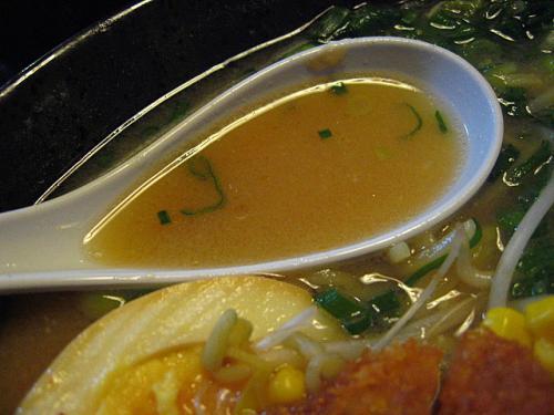 自由軒大津店 みそカツラーメン スープ
