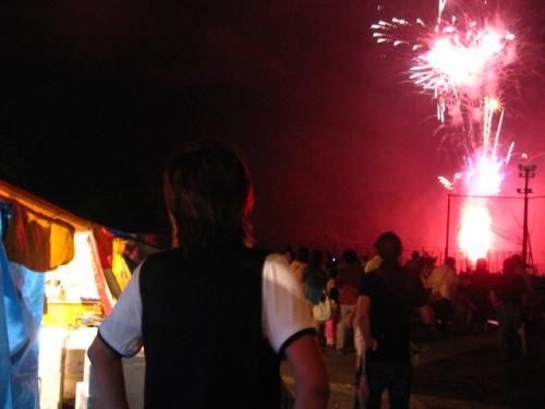 奥物部湖湖水祭2011 花火を見る竜一さん