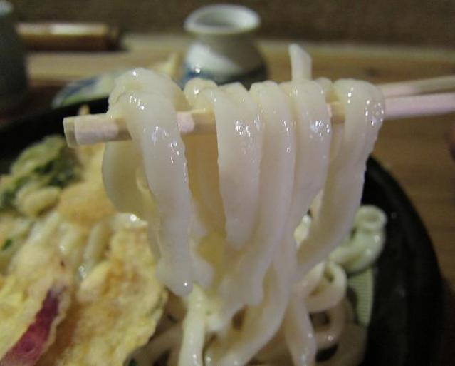麺房三宅 冷やし天ぷらうどん 麺アップ